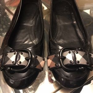 Authentic Burberry flats in good condition